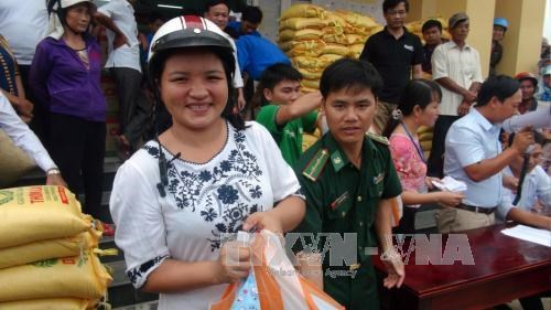 Quang Tri: 7,300 gift packages sent to affected fishermen hinh anh 1
