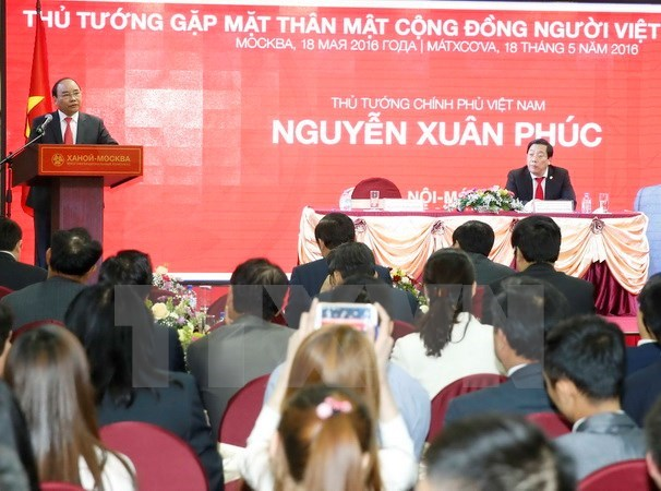 PM meets Vietnamese community in Russia hinh anh 1