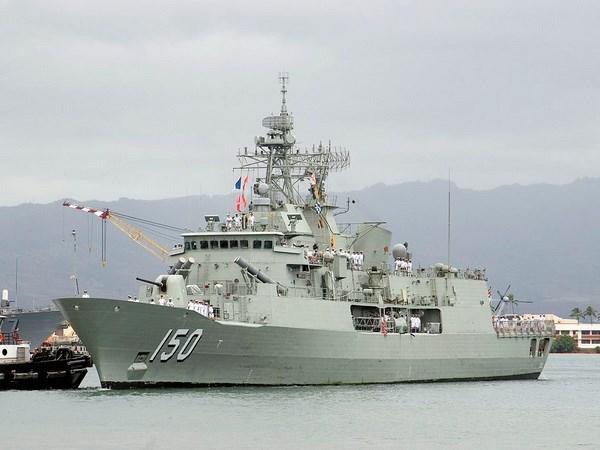 Australian naval warship visits Vietnam hinh anh 1
