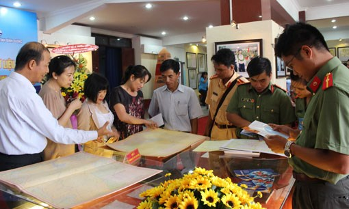 Exhibition on Hoang Sa, Truong Sa achipelagoes comes to Binh Duong hinh anh 1