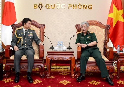 Defence officer receives Japanese military attaches hinh anh 1