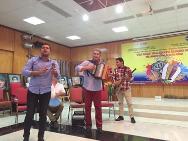 Colombia's Vallenato music band performs in Hanoi hinh anh 1