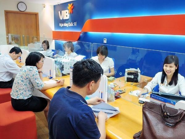 Banks report higher profits in H1 hinh anh 1
