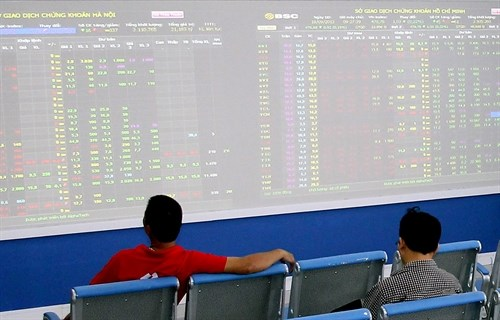 Steel makers help markets rebound hinh anh 1