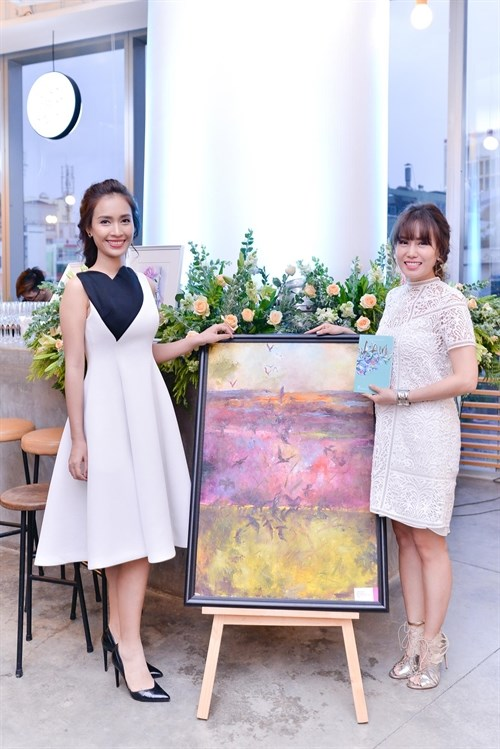 Vietnamese lawyer sells her paintings to raise money for charity hinh anh 1