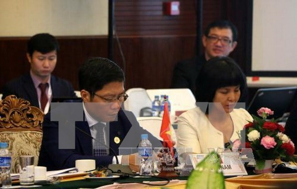 ASEAN economic ministers hold consultation with partner countries hinh anh 1