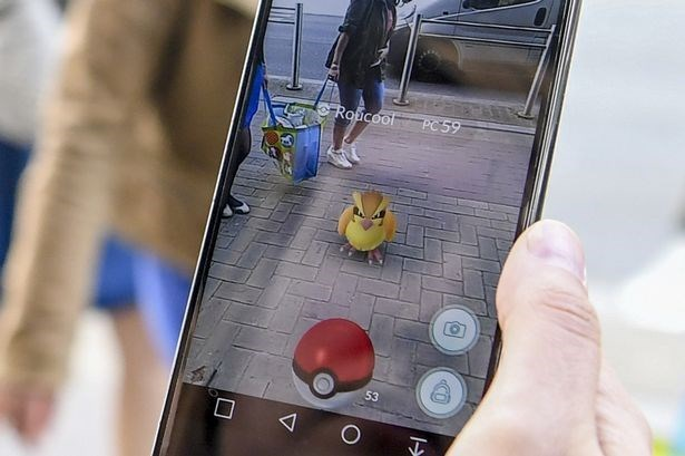 Global hit Pokemon Go officially launched in Vietnam hinh anh 1