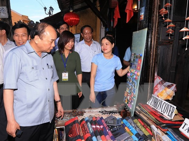 Government determined to make tourism spearhead sector hinh anh 1