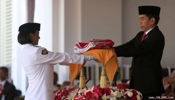 Indonesia's original national flag paraded for first time hinh anh 1