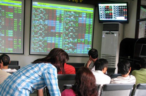 Shares up on Govt's exit of big firms hinh anh 1