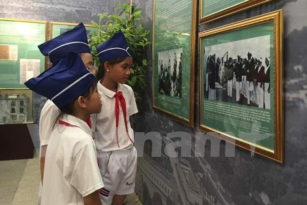 Exhibition features late leader's imprints on Vietnam-France relations hinh anh 1