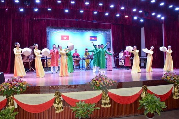 Vietnamese Cultural Week in Cambodia opens hinh anh 1