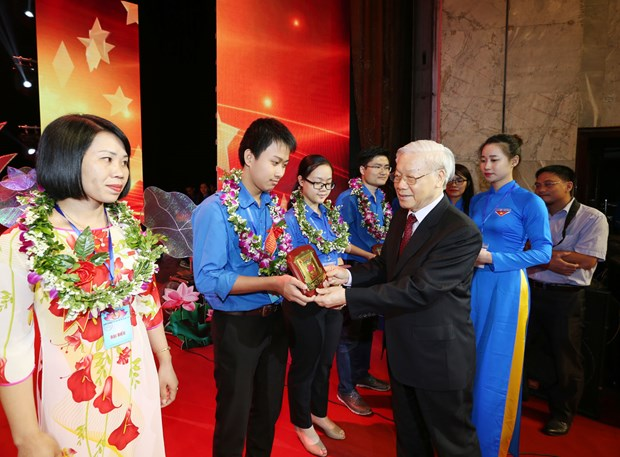 Distinguished youths get credit for following President Ho's example hinh anh 1