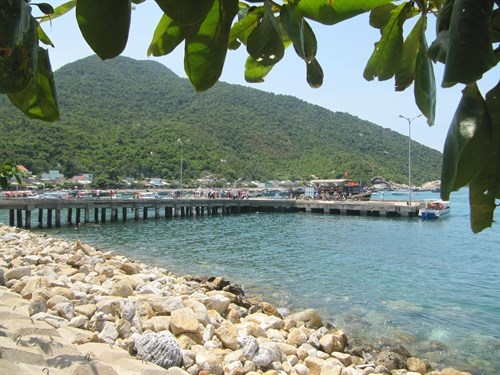 Cham Islanders join power grid hinh anh 1