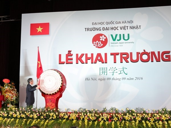 Vietnam-Japan University inaugurates first training courses hinh anh 1