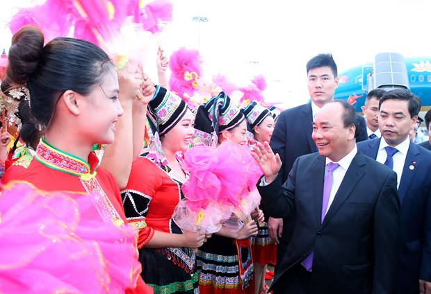 Prime Minister sets foot in Guangxi, begins China visit hinh anh 1