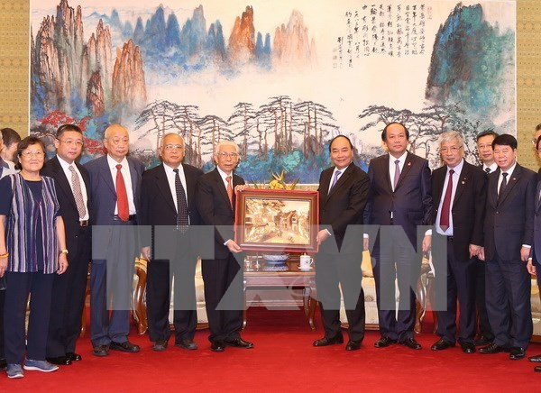 Vietnam appreciates Chinese former experts' help: PM hinh anh 1