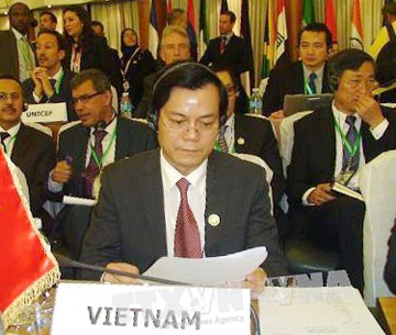 Vietnam attends NAM ministerial meeting hinh anh 1