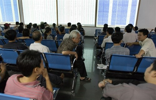 Blue chips lift market for third day hinh anh 1