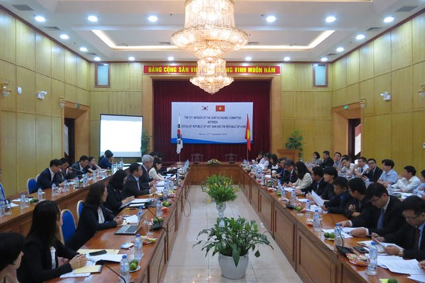 Vietnam, RoK review partnerships, look to spur economic relations hinh anh 1