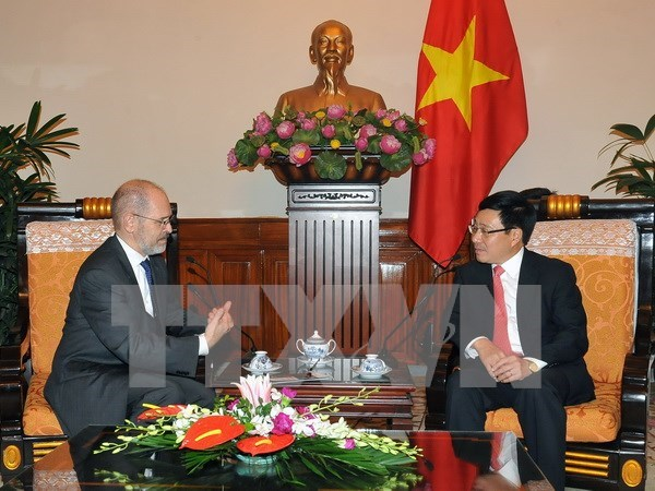 Deputy PM greets US business council official hinh anh 1