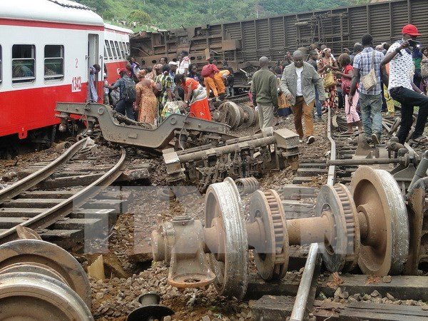 Sympathies offered on heavy losses in Cameroon train crash hinh anh 1