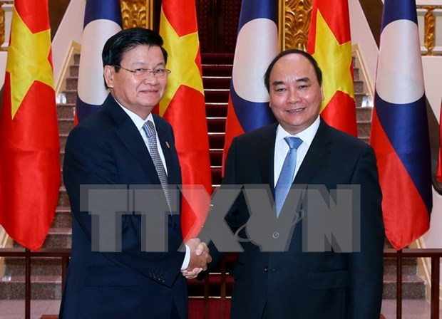 Vietnamese, Lao Prime Ministers hold talks in Hanoi hinh anh 1