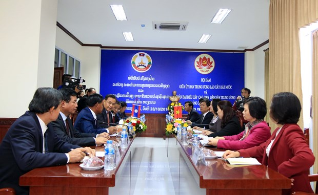 Vietnamese commission, Lao front keep close coordination hinh anh 1
