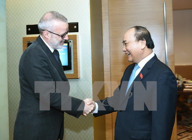 PM hopes for UK magazine's continued cooperation with Vietnam hinh anh 1