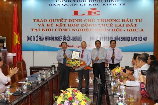 Binh Dinh licenses three new pharma, cosmetics projects hinh anh 1