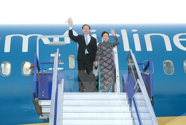 President arrives in Lima for APEC week hinh anh 1