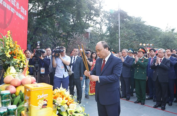 PM offers incense on 230th Dong Da victory anniversary hinh anh 1