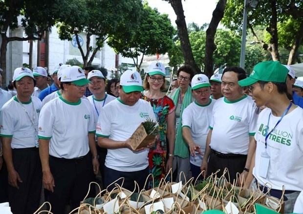 PM calls for joint effort to fight plastic waste hinh anh 2