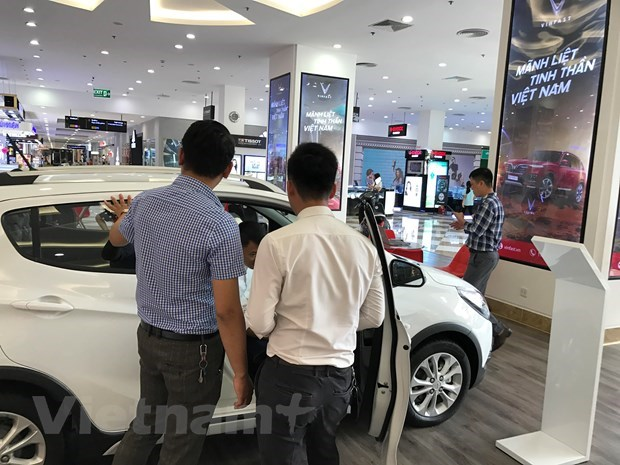 Under nine seat car imports rise 3.86 times in three quarters hinh anh 1