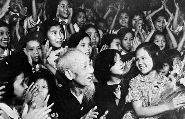 Ho Chi Minh's testament: the torch shines Vietnamese revolution hinh anh 1