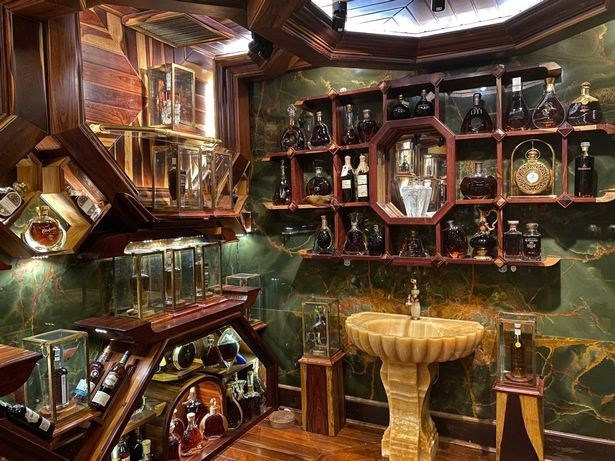 Vietnamese man owns world's most valuable collection of whiskey hinh anh 1