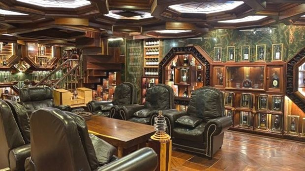 Vietnamese man owns world's most valuable collection of whiskey hinh anh 3