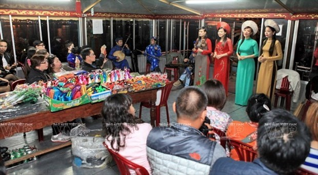 Hue to seek UNESCO recognition for folk singing hinh anh 1