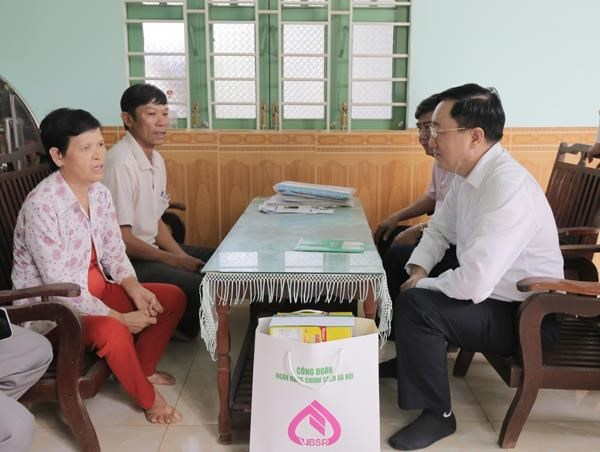 Policy credit: direct support for national target programmes hinh anh 2
