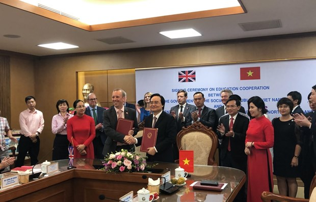 Vietnam, UK enhance educational cooperation hinh anh 1