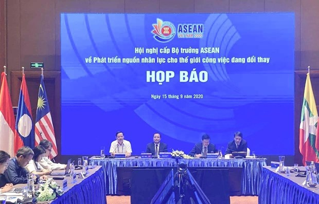 ASEAN boosts human resource development cooperation in a changing world of work hinh anh 1