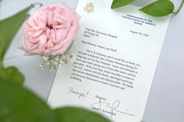 US embassy thanks Viet Duc Hospital doctors for saving citizen hinh anh 2