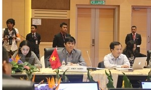 ASEAN, China agree to advance COC negotiations hinh anh 1