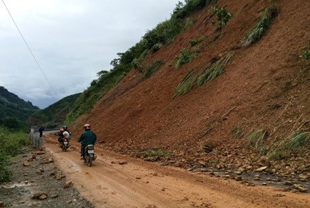 Landslide risks forecast in flooded localities hinh anh 1