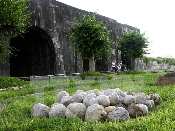 More vestiges found in Ho Dynasty Citadel hinh anh 1