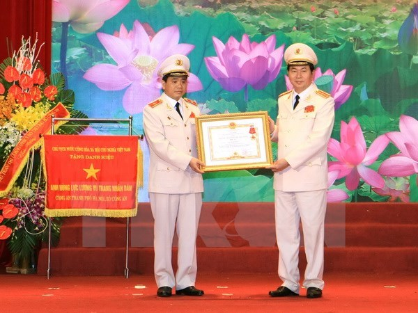 Hanoi police celebrate 70th anniversary of traditional day hinh anh 1