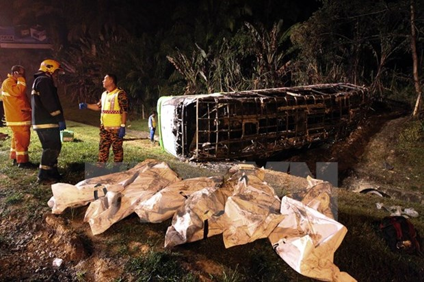 Cambodia bus accident claims at least 12 lives hinh anh 1