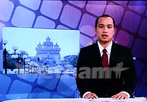 Lao National TV airs first news programme in Vietnamese hinh anh 1