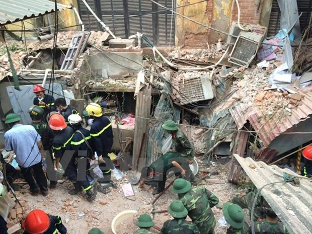 Ancient French villa in Hanoi collapses hinh anh 1