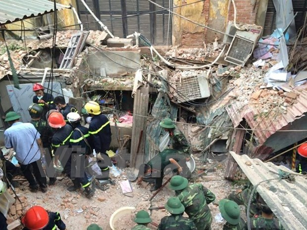 Hanoi ancient French villa collapse: one reported dead (Update) hinh anh 2